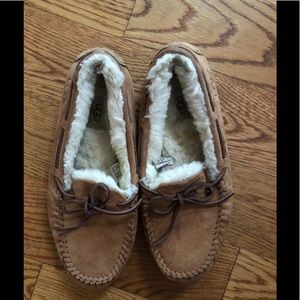 Woman's Ugg Slippers!! Size 9
